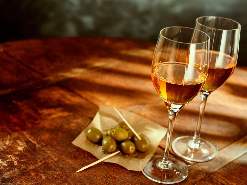 Duas taças de vinho jerez