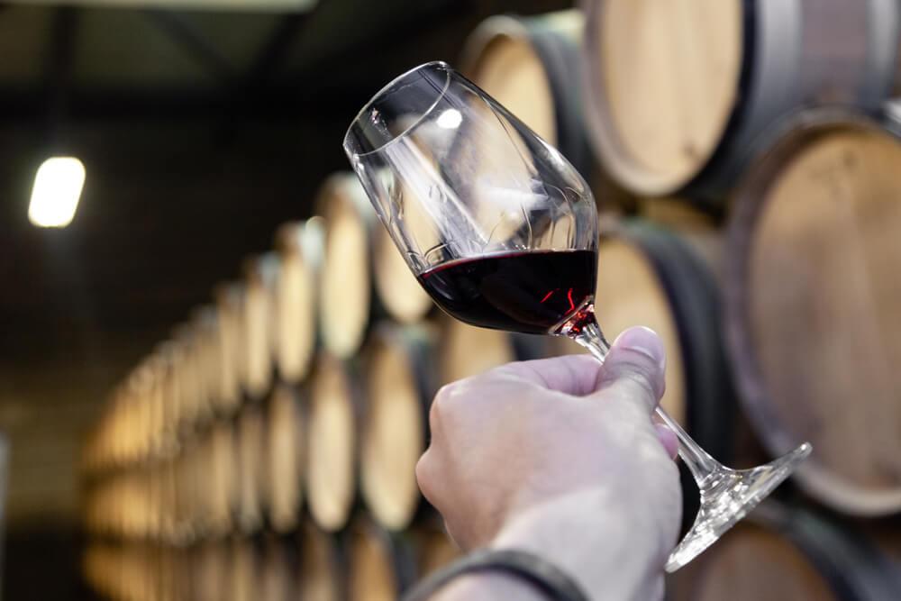 barris de vinho como funciona o estágio em barrica