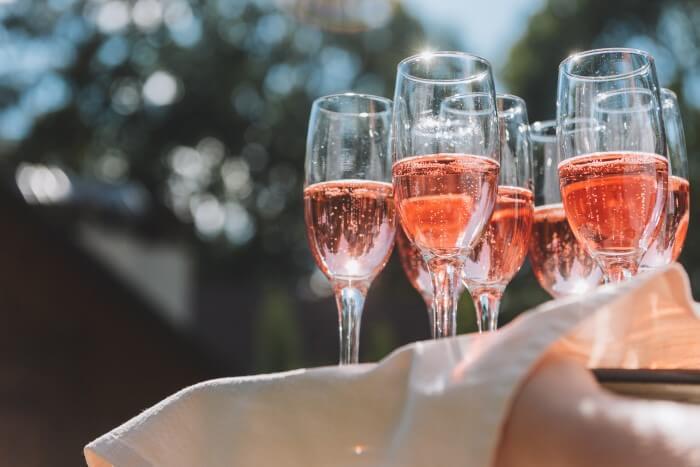 Bandeja de espumante rosé